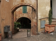 Montepulciano Tunnel Sidewalk