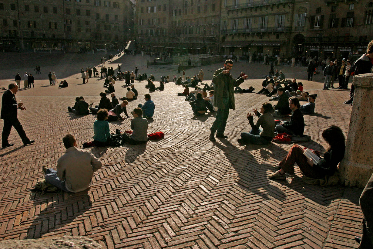 Students in Piazza del Campo, Siena